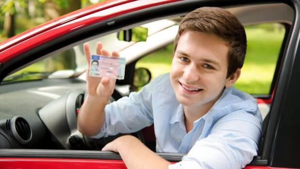 водительские права в 17 лет